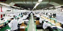 Lộ cảnh công nhân đang lắp ráp iPhone 8