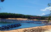 Tiếp bài Huế: Nước thải màu đen từ hồ tôm chân trắng xả ra biển?
