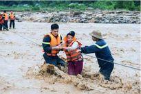 Hàng trăm chiến sĩ công an Sơn La hết lòng giúp dân vùng lũ Mường La