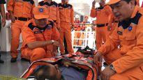Cứu thuyền viên Ấn Độ gặp nạn trên biển