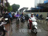 Ngày cuối tuần cả nước mưa dông, Tây Nguyên, Nam Bộ đề phòng tố lốc