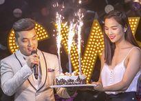 Ưng Hoàng Phúc xúc động hôn vợ trong sinh nhật ở Hà Nội