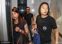 Tạ Đình Phong đi ăn với mẹ và bố dượng