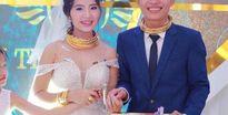 Đám cưới siêu khủng ở Nghệ An: Cô dâu chú rể kiềng vàng đeo đầy cổ