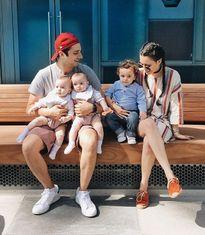 Ngưỡng mộ gia đình hạnh phúc của bà mẹ 3 con xinh đẹp