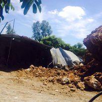 Hải Phòng: Sạt lở núi làm một nhà bị sập