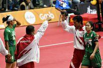 SEA Games: Bức xúc trọng tài, HLV Indonesia dẫn học trò bỏ giải