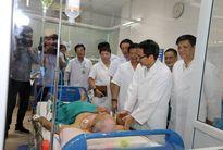 Phó thủ tướng Vũ Đức Đam kiểm tra tại Bệnh viện Nhiệt đới Trung ương