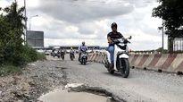 'Ổ voi, ổ gà' xuất hiện trên đường dẫn cầu Phú Mỹ
