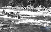 Tiếp cận Người lái đò sông Đà bằng lời đề từ