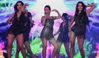 Jennifer Phạm lần hiếm hoi vừa hát vừa nhảy trên sân khấu
