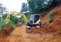 Di dời khẩn cấp 10 hộ dân Yên Bái ra khỏi khu vực lở đất