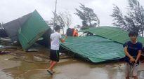 Lốc xoáy giật sập hàng loạt nhà ở Cửa Hội