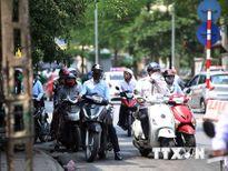 Nắng nóng bao phủ khắp cả nước, nhiệt độ tại Hà Nội lên 35 độ C