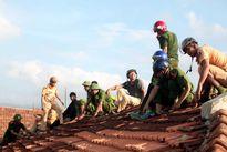 Hà Tĩnh: Bộ đội, công an giúp dân vùng tâm bão