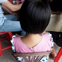 Bé gái thiểu năng bị dâm ô: Tại sao khởi tố nhưng chưa bắt tạm giam đối tượng?