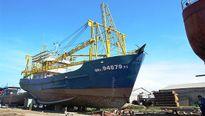Tàu vỏ thép của ngư dân tiếp tục nằm bờ vì doanh nghiệp kháng án