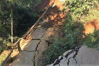 Sạt lở tuyến đường huyết mạch, huyện Trạm Tấu- Yên Bái bị cô lập hoàn toàn