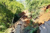 Tỉnh lộ sạt lở, sụt sâu 7 m, một huyện ở Yên Bái bị cô lập
