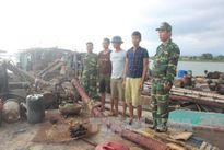 Quảng Ninh: Bắt giữ ba tàu hút cát trái phép