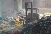 Tiền Giang: Cháy kho thuốc trừ sâu, 1.500 học sinh phải sơ tán