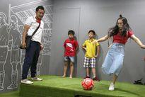 MC Thành Trung, ca sĩ Hòa Minzy hội ngộ Cầu thủ nhí 2017 trên đất Hàn