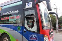 Bắt 2 người đập phá xe khách ở Biên Hòa