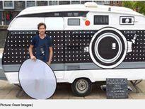 Chàng trai 'biến' căn nhà lưu động thành máy ảnh khổng lồ
