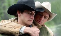 Cảnh hôn đồng tính trong 'Brokeback Mountain' khiến nam chính suýt vỡ mũi vì quá nồng nhiệt