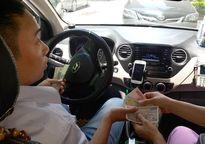 Lái xe Uber, Grab 'ngã ngửa' vì bị truy thu thuế