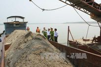Cuộc chiến chống 'cát tặc' chưa hết nóng