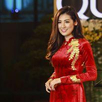 Á hậu Dương Tú Anh đẹp lộng lẫy với áo dài dát vàng trị giá 330 triệu đồng