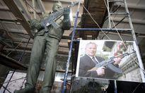Tạc nhầm súng Đức trên tượng đài tôn vinh cha đẻ súng AK