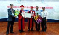 Trường ĐH Y Dược TPHCM tự phong chức danh giáo sư, phó giáo sư danh dự
