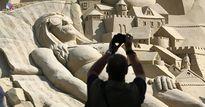 """Du khách đổ xô check-in lâu đài cát """"khủng"""" phá vỡ kỷ lục thế giới"""