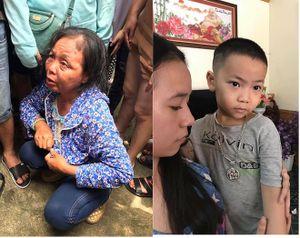 Nghi ngờ 2 người phụ nữ lạ mặt cho trẻ ăn kẹo để bắt cóc, người dân vây bắt giao cho công an