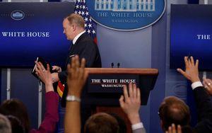 Nhìn lại 6 tháng 'sóng gió' của phát ngôn viên Nhà Trắng vừa từ chức