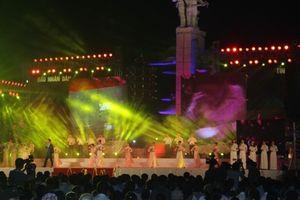 Thủ tướng dự Chương trình nghệ thuật Cõi thiêng Đồng Lộc