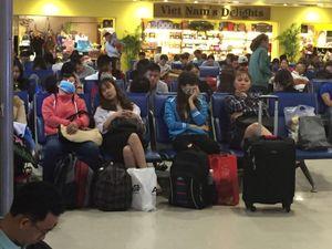 Hàng không liên tục chậm chuyến, khách hàng than khắp mạng xã hội