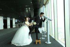 40 cặp cô dâu, chú rể lên tòa nhà cao thứ nhì Việt Nam chụp ảnh