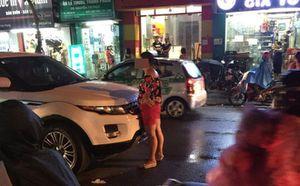 Bắt quả tang chồng ngoại tình, vợ ôm con gào thét chửi bới rồi ngất lịm giữa đường