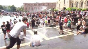 Người dân Armenia tưng bừng lễ hội té nước mùa hè