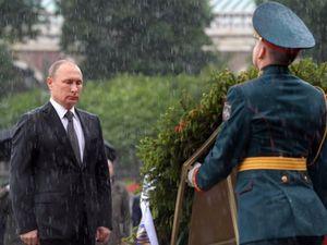 Ông Putin lý giải vì sao đội mưa viếng mộ liệt sĩ