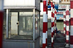 Trạm thu phí bỏ hoang giữa đường ở Sài Gòn