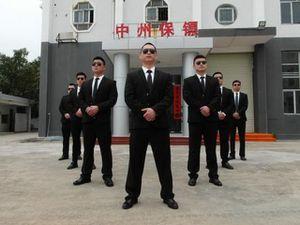 Vệ sĩ Trung Quốc: Cầm súng nhiều hơn cầm đũa