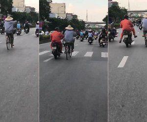 Đạp xe buông cả 2 tay như làm xiếc và cái kết siêu hài