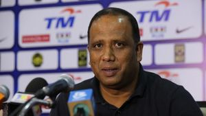 Cựu HLV tuyển Malaysia bị cấm tham gia hoạt động bóng đá 18 tháng vì chê trọng tài