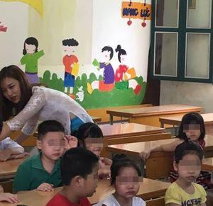 Cô giáo tiểu học xinh nhất vịnh Bắc Bộ làm phụ huynh không muốn về