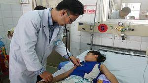 Nóng nhất Sài Gòn: 3 trẻ em tử vong vì sốt xuất huyết, BV Chợ Rẫy dồn sức cứu 2 ngư dân bị thương
