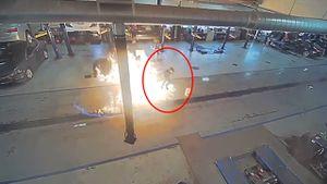 Người đàn ông thoát hiểm trong gan tấc khi máy lau nhà phát nổ